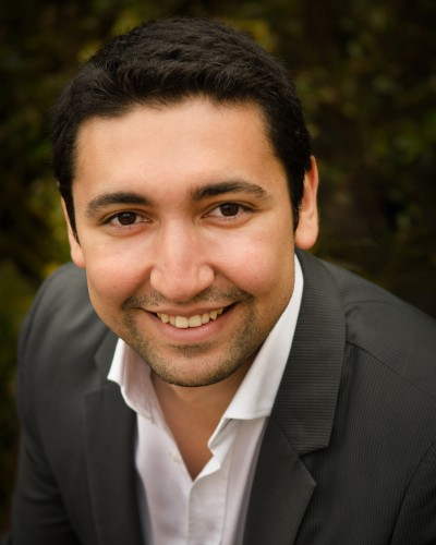 Baritone Efrain Solis '11 has advanced to the Western Region Finals of the Metropolitan Opera National Council Auditions.