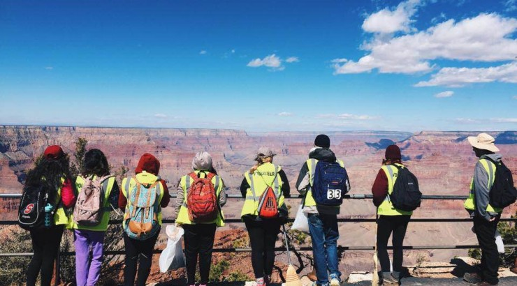 group of students overlooking the grand canyon