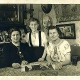 Idele-Steur-Stapholtz-with-Marie-Goossens-and-her-daughter-Germaine-580x416