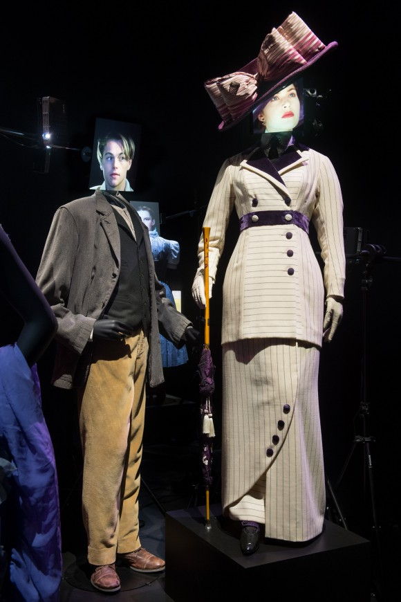 two mannequins with screens as heads