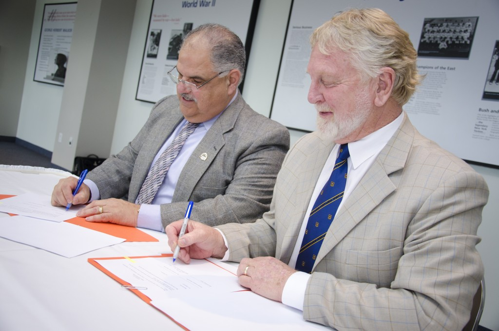 Representatives of CU and WU signing the Memo of Intent to Collaborate in 2008