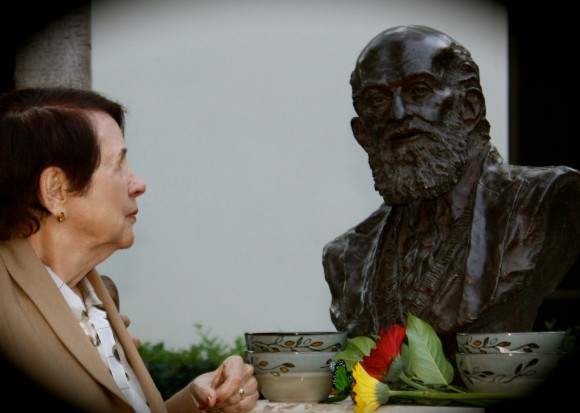 Nita gazes at Paulo's bust