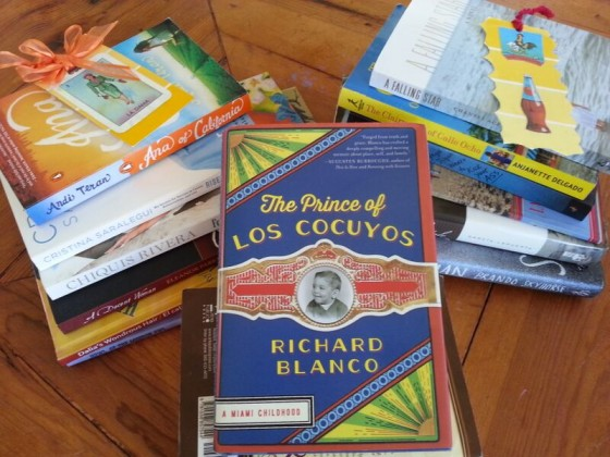 Three stacks of books in Spanish.