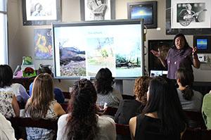 FMPR President Mercedes Martinez speaking at Centro Comunitario de Educación