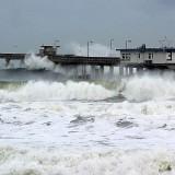 El_nino_waves_piers_ocean_seagulls_cafes