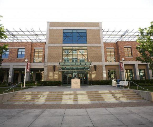 Alumni Celebrate Cross-Cultural Center