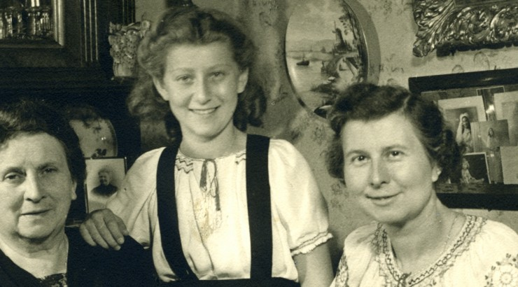 Idele Steur Stapholtz with Marie Goossens and her daughter Germaine