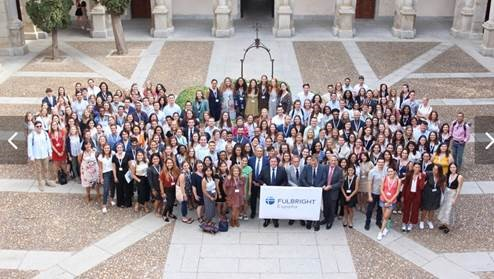Large group of Fulbright grantees