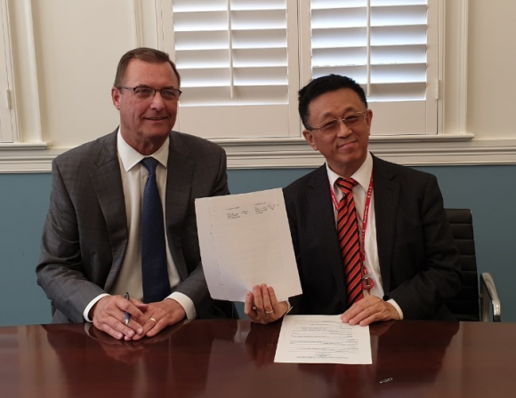 Soochow visitor and Dean Price holding new agreement