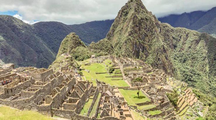 Machu Pichu building ruins in Peru